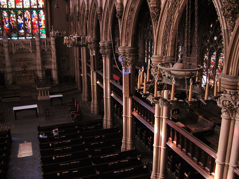 800px-Holy_Trinity_church_windows