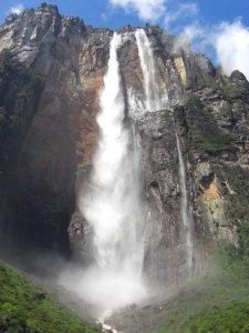 450px-salto_del_angel-canaima-venezuela08