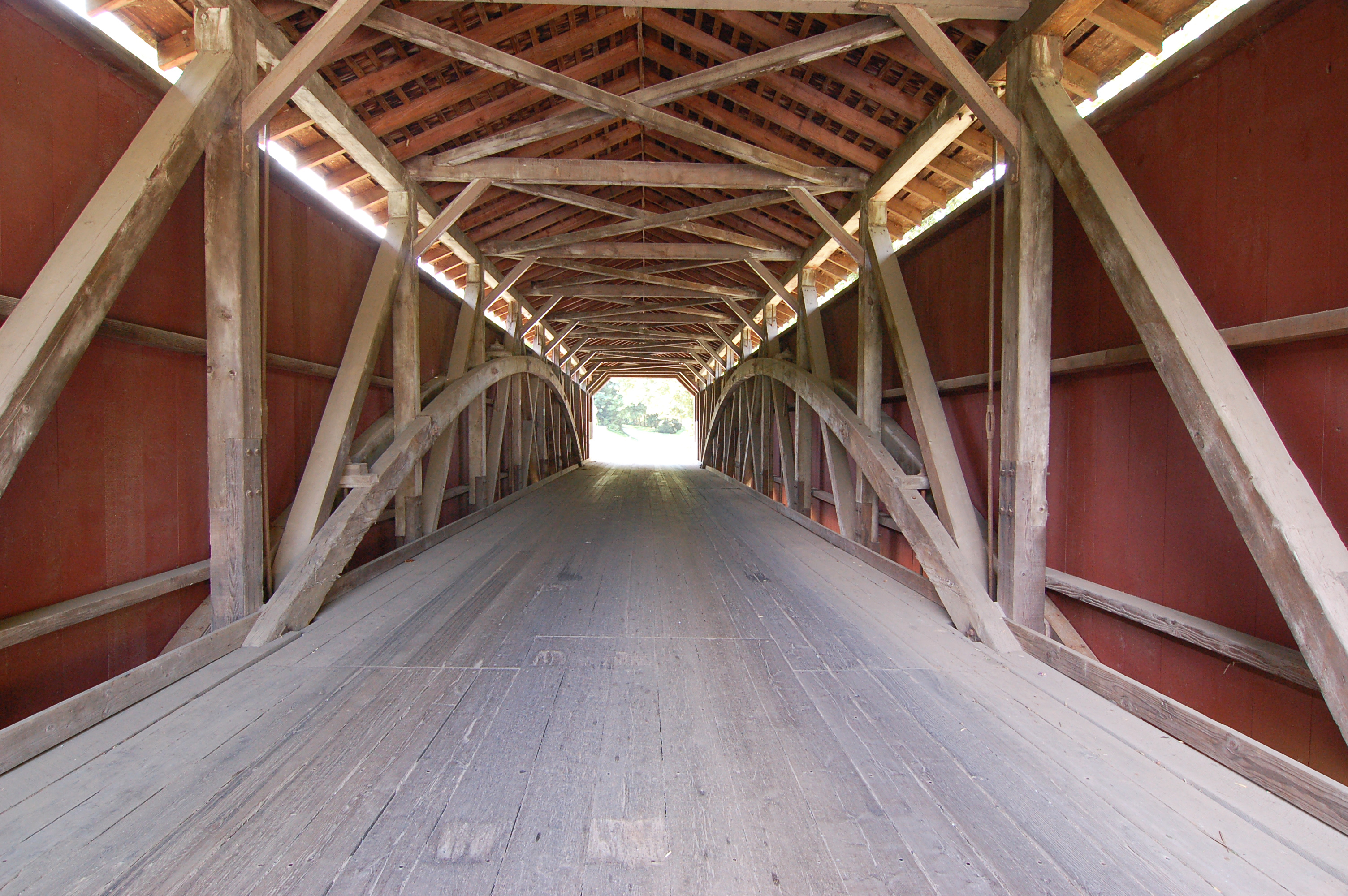 baumgardeners_covered_bridge_inside_center_3008px